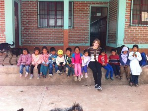 Anja, our new volunteer from Luxembourg, with the kindergarten class in Pampa Aceituno.